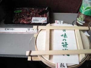 ホタルイカとます寿司(加圧中)