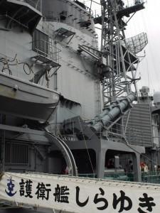 乗り込み口とハープーン・ミサイル