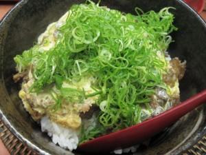 【神戸市】 糀屋 すじ玉丼+温泉卵