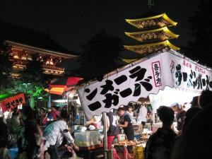 【浅草】 浅草寺 「宝蔵門」と「五重塔」と「ラーメンバーガー屋台」