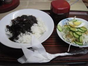 【銚子市】 インデアン 「インデアンセット」のカレーとサラダ