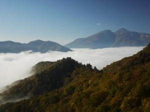 『磐梯吾妻レークライン』 「朝靄に沈む秋本湖」 (G1 NFD24mm)