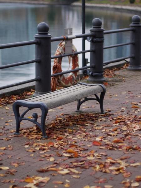 「馬車道の椅子」 (G1 NFD50mm)