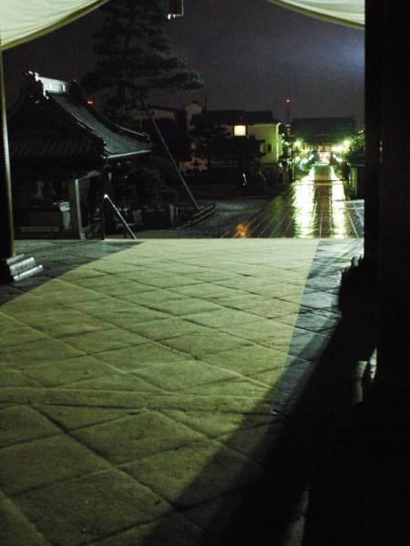 「夜の善光寺 参道方面の眺め」 (G1 NFD24mm)