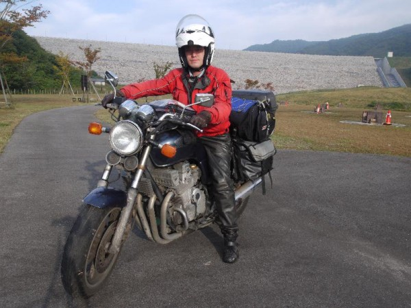 「5年ぶりのバイクに跨がる俺」 (G1 M.ZUIKO DIGITAL 14-42mm F3.5-5.6)