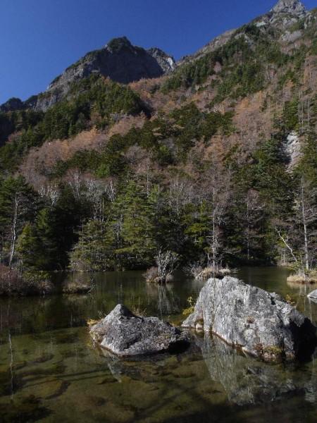 「明神池と明神岳」 (G1 M.ZUIKO DIGITAL 14-42mm F3.5-5.6)