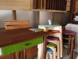 「高山木工房巡り 色漆の椅子とボールペンと机」 (G1 M.ZUIKO DIGITAL 14-42mm F3.5-5.6)