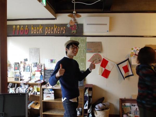 「1166バックパッカーズ 物理屋さんとUW旗」 (G1 M.ZUIKO DIGITAL 14-42mm F3.5-5.6)