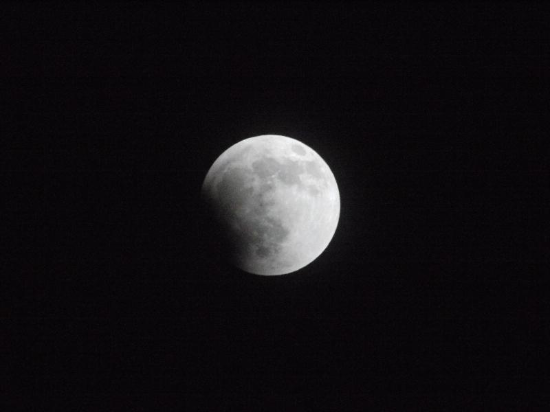 「月食1」 (G1 TAMRON SP 500mm F/8 ISO3200 1/800秒)