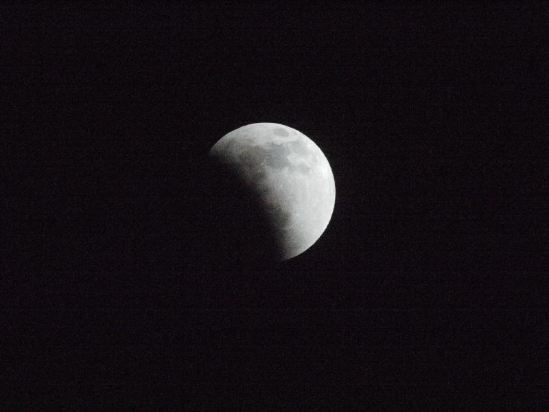 「月食2」 (G1 TAMRON SP 500mm F/8 ISO3200 1/800秒)