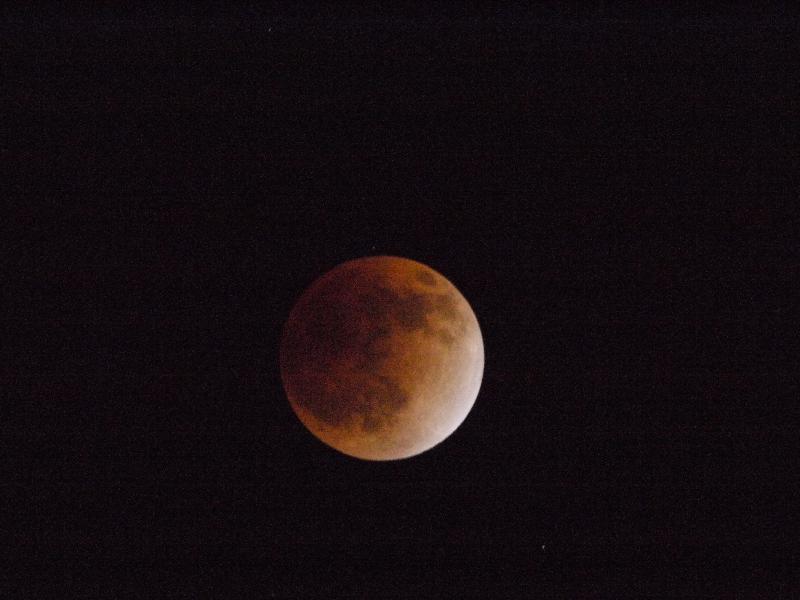 「月食7」 (G1 TAMRON SP 500mm F/8 ISO3200 1/4秒)
