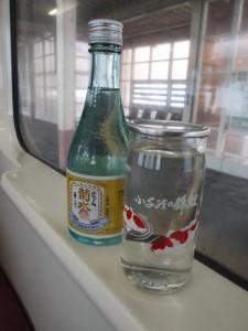 「越後川口駅 錦鯉の描かれたワンカップ」
