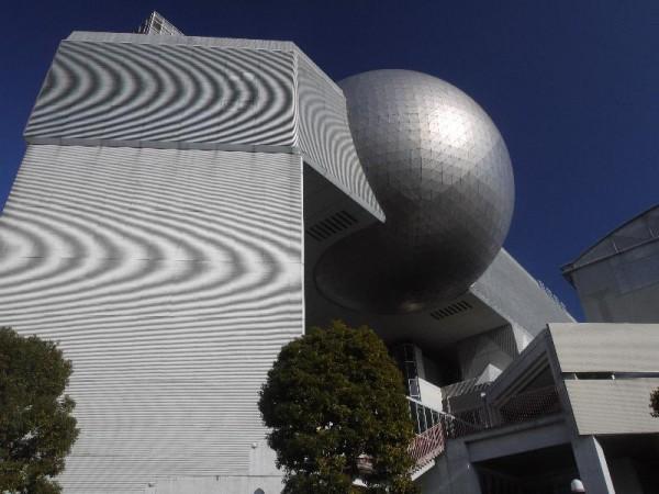 「日立シビックセンター 天球劇場外観」 (G1 M.ZUIKO DIGITAL 14-42mm F3.5-5.6)