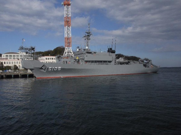 「横須賀軍港めぐり 海上自衛隊 海洋観測艦」 (G1 M.ZUIKO DIGITAL 14-42mm F3.5-5.6)