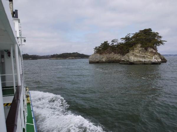 「松島→塩竃観光船 島々の風景」 (G1 M.ZUIKO DIGITAL 14-42mm F3.5-5.6)