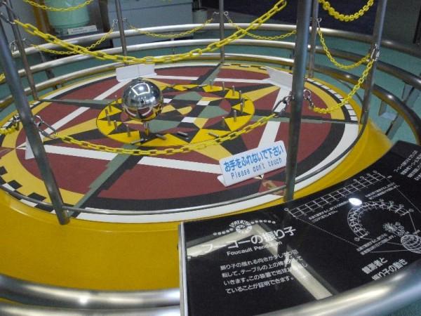 「フーコーの振り子」 (G1 M.ZUIKO DIGITAL 14-42mm F3.5-5.6)