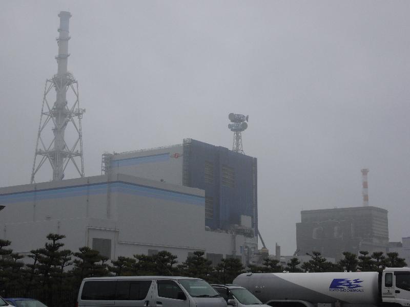 「東海テラパークから見える東海第二原子力発電所(手前)と東海原子力発電所(後)」 (G1 M.ZUIKO DIGITAL 14-42mm F3.5-5.6)
