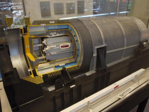 「使用済核燃料輸送容器(キャスク)」 (G1 M.ZUIKO DIGITAL 14-42mm F3.5-5.6)
