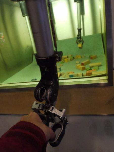 「高レベル放射性物質操作用マニピュレーター」 (G1 M.ZUIKO DIGITAL 14-42mm F3.5-5.6)
