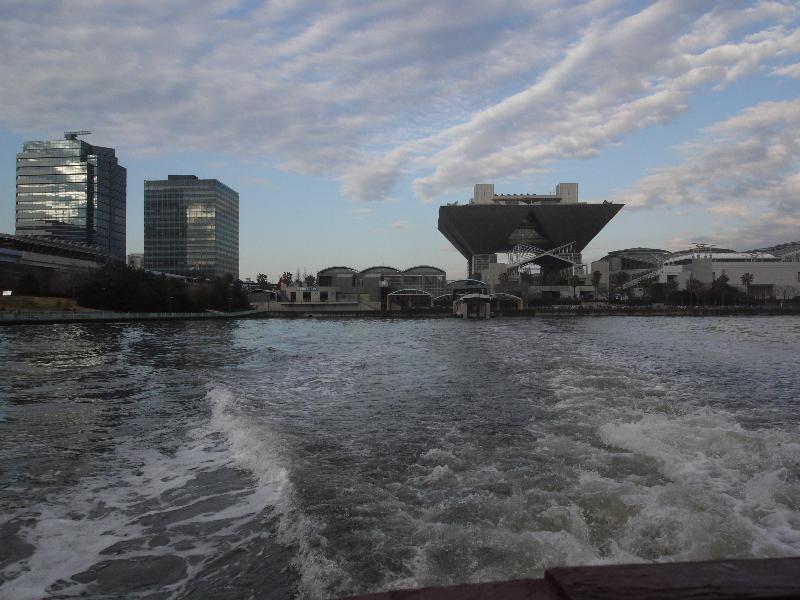 「水上バスからの東京ビッグサイト」