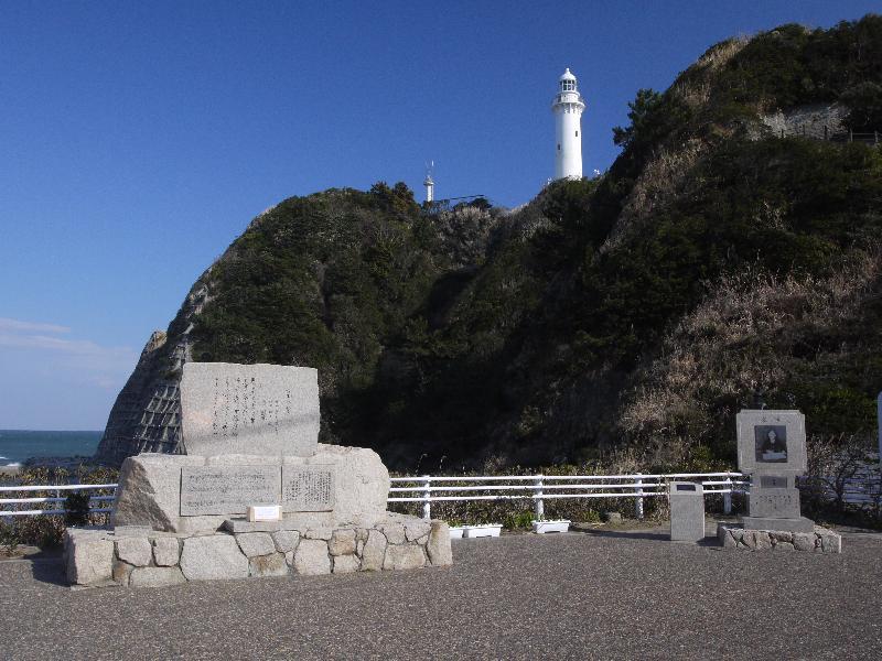 「塩屋崎灯台と美空ひばりのみだれ髪の碑」