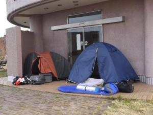 「俺と若者のテント」