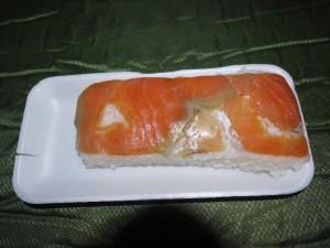 「能登のスーパーで売っていた ます寿司」