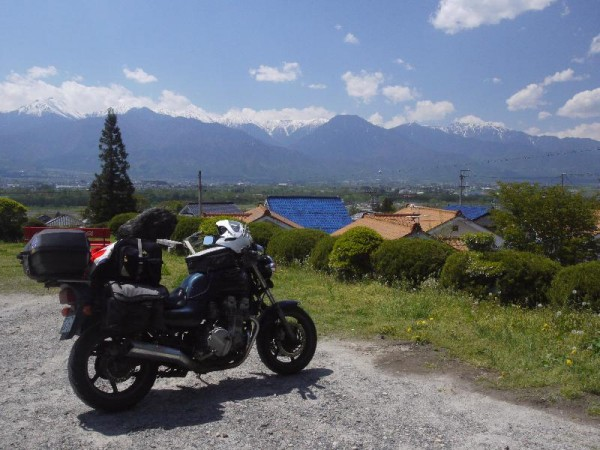 「長峰荘駐車場からの北アルプスの風景」