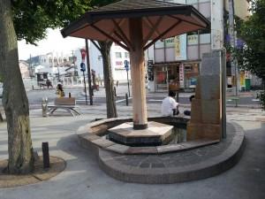 「常磐線 湯本駅 駅前ロータリーの足湯」