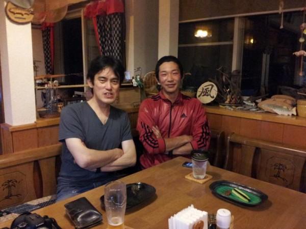 「ライダーハウス風来坊にて新潟からの若者と」