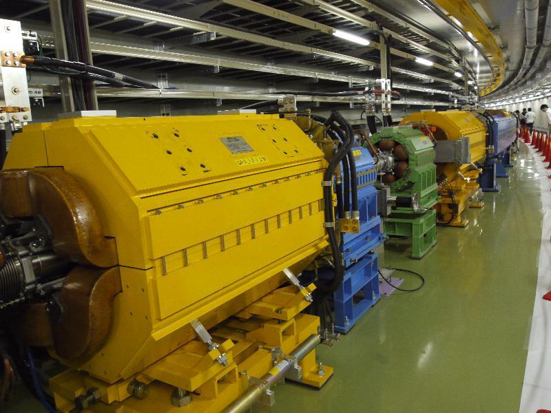 「50GeV シンクロトロン 加速器トンネル内」