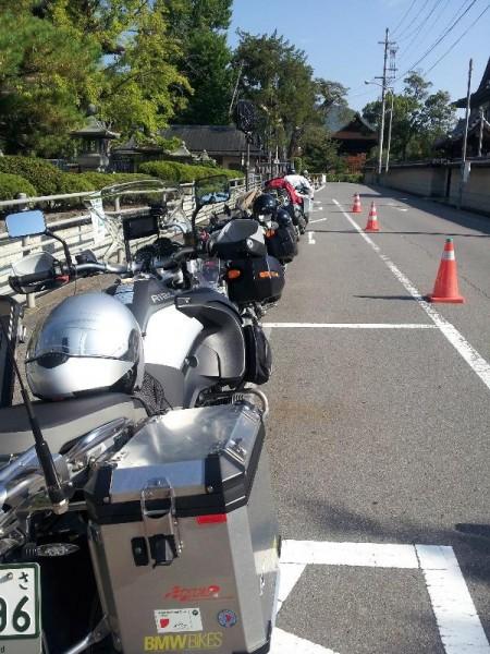 「善光寺のバイク駐輪というとこういうイメージ」