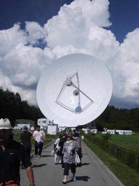 「45m電波望遠鏡 触る為だけに首を振る」