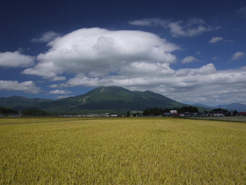 「猪苗代湖方面から望む磐梯山」