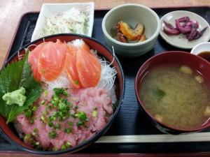 【茨城県日立市】 堪太そば 「サーモンとネギトロの二色丼」