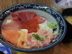 【アメ横】 みなとや 「特盛丼&味噌汁」