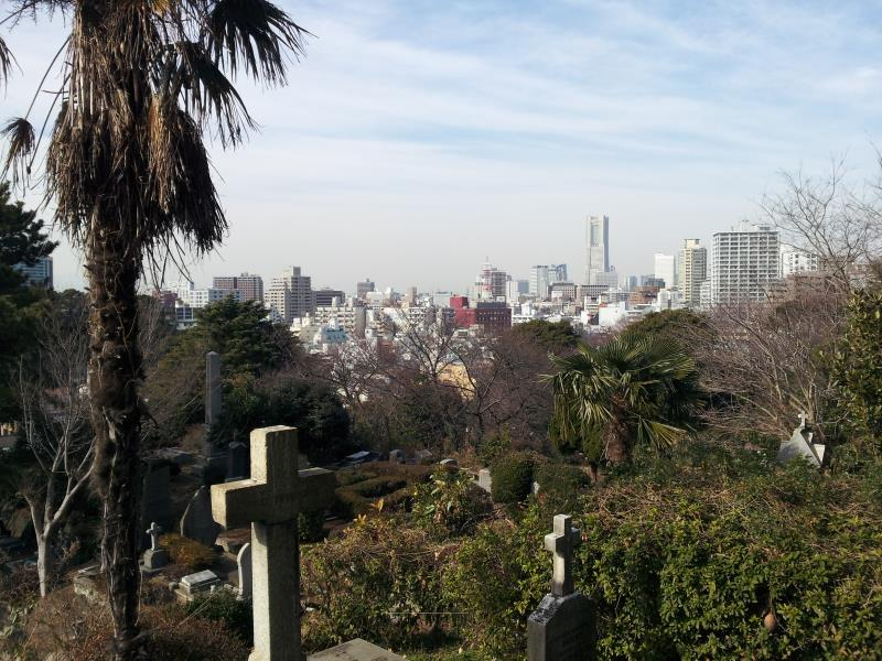 横浜外人墓地から望むみなとみらい地区