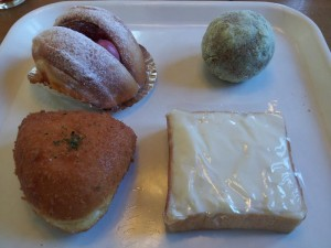 【福島県伊達市保原町】 Five Wood 「名前忘れ&もちもちきなこ&カマンベールチーズの揚げパン&ミルクボックス」