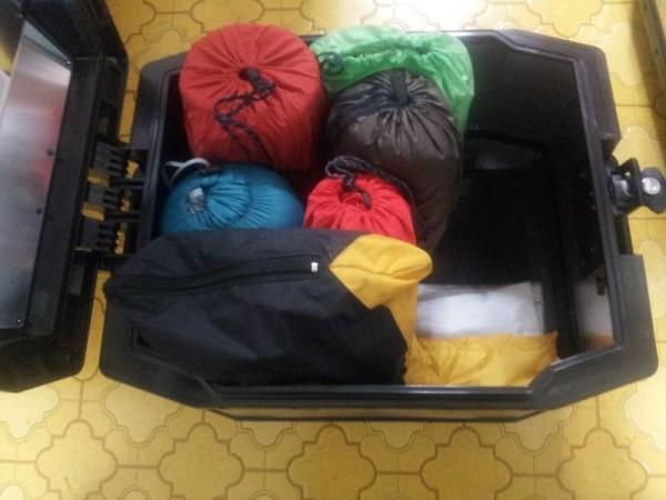 ヘプコのトップケース45リットルにテント・シュラフ・シュラフカバー・マット・カッパを入れてみた