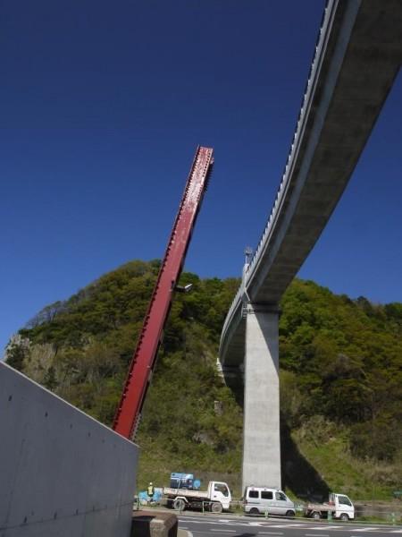 「新余部鉄橋と旧余部鉄橋の鉄骨」