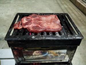 厚切り牛タン炭火焼き