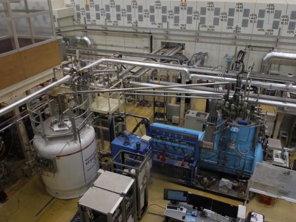 加速器を支える超低温冷却システム