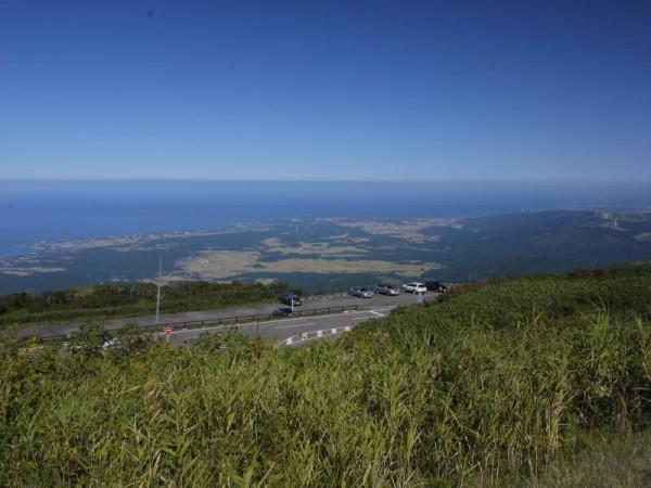 鳥海山の駐車場から日本海方面