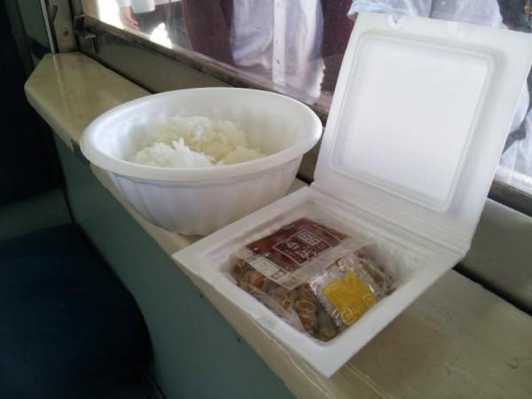納豆列車の納豆とご飯
