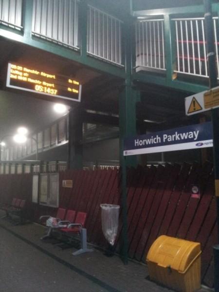 Horwich Parkway駅の標札