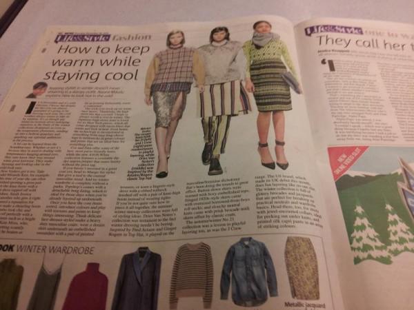 イギリスの鉄道車内にて「冬の間モコモコにならないファッション」
