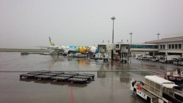 那覇空港は雨模様