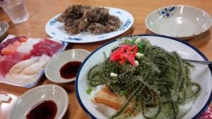 【沖縄県那覇市】 牧志公設市場2F 海ぶどう丼&もずくの天ぷらなど