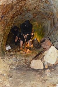 佐渡金山の展示 「手作業の採掘現場」