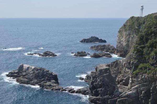 天狗の鼻からの足摺岬灯台の眺め
